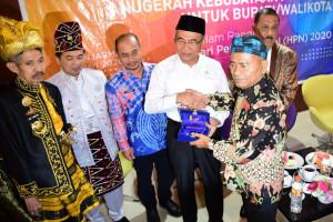 Gelar Anggota Kehormatan PWI Pusat untuk Menko PMK Muhadjir