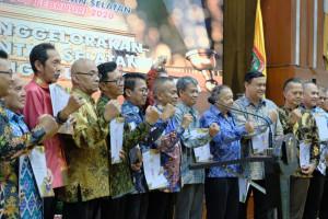 17 Wartawan Senior Dapat Kehormatan  Terima Kartu Pers Nomor Satu dari PWI Pusat