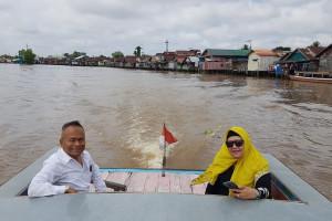 Ketum PWI Pusat Atal S Depari Menikmati wisata di Sungai Martapura