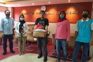 Penyerahan Bantuan Sosial Kepada Wartawan dan Keluarga Terdampak Pandemi Covid-19